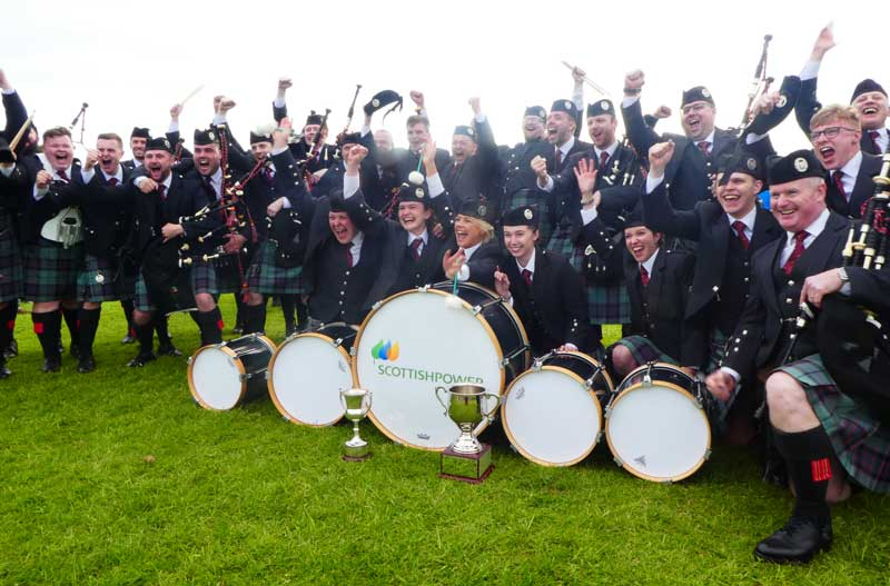 pipe band cheering