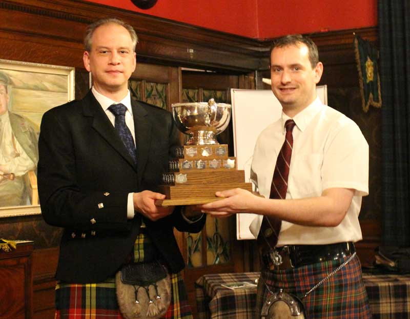 PPBSO President, Chris Buchanan hands the trophy to Andrew Carlisle.