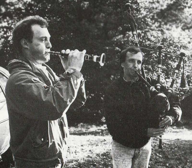 Georges Botuha (bombarde) and Pascal Guingo (bagpipe). Photo: Kristian Stervinou.
