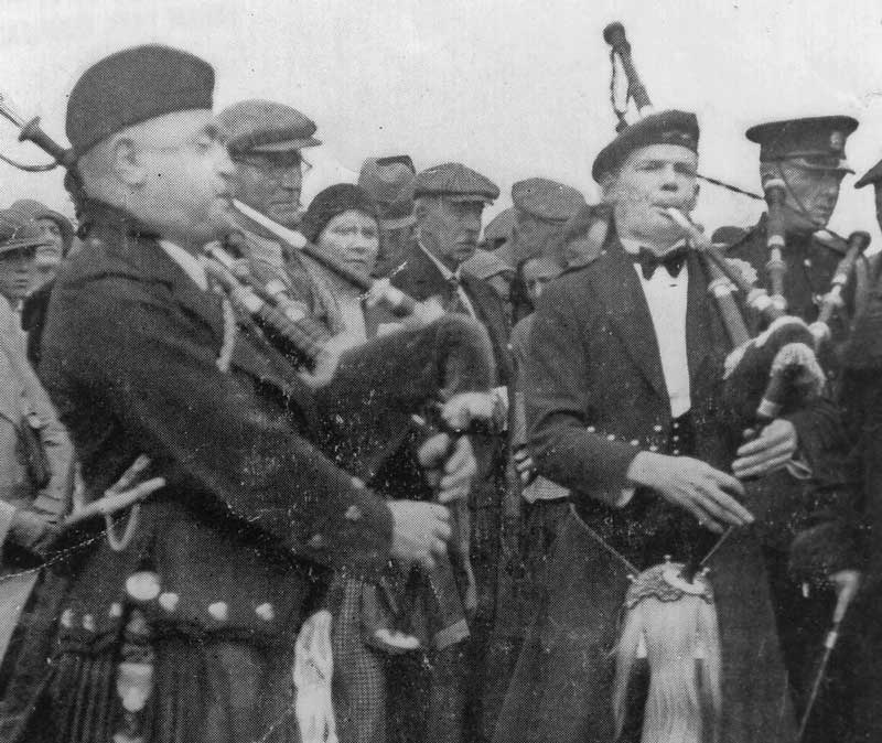 John MacDonald (Inverness) and Robert Reid playing together 'MacCrimmon's Sweetheart' at the unveiling of the memorial cairn in 1933.