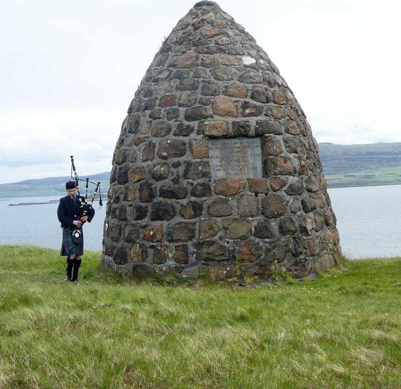 Archie-MacLean-at-MAcCrimmon-cairn,-boreraig
