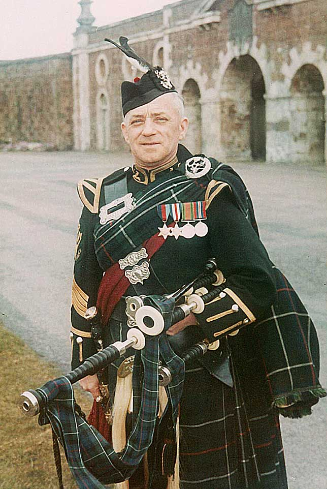 Pipe Major Donald MacLeod MBE.