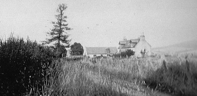 Prospect Hill Cottage, Whitehouse, in 1925. This was the home of the McHardy family at the time when James was farm manager on the Whitehouse Estate. [Ken McHardy]